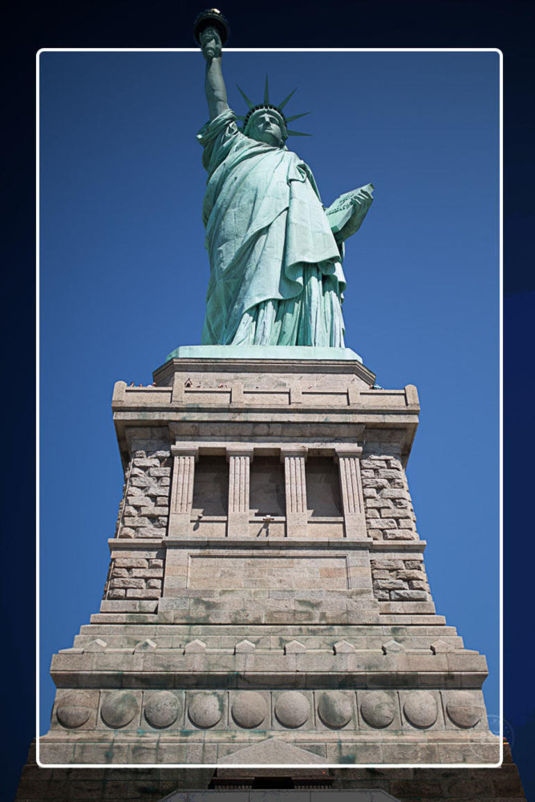 Statue of Liberty and Ellis Island Tour photo 10