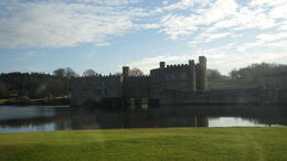 Leeds castle, lake and neighborhood , Cherny_1612 - January 2012