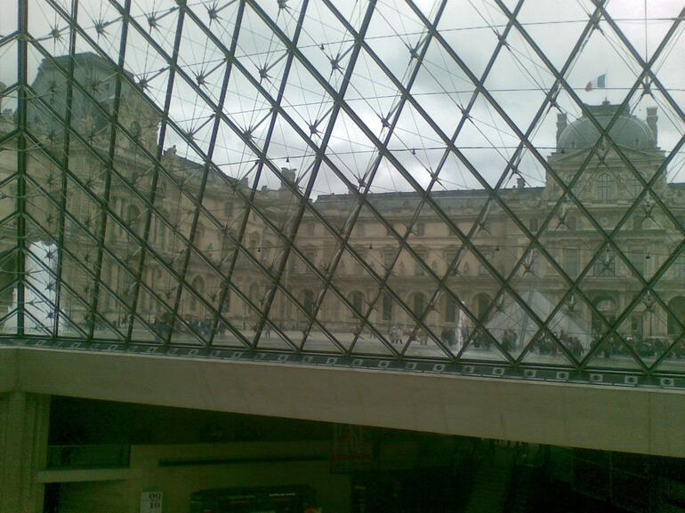 Pyramid Window - Paris