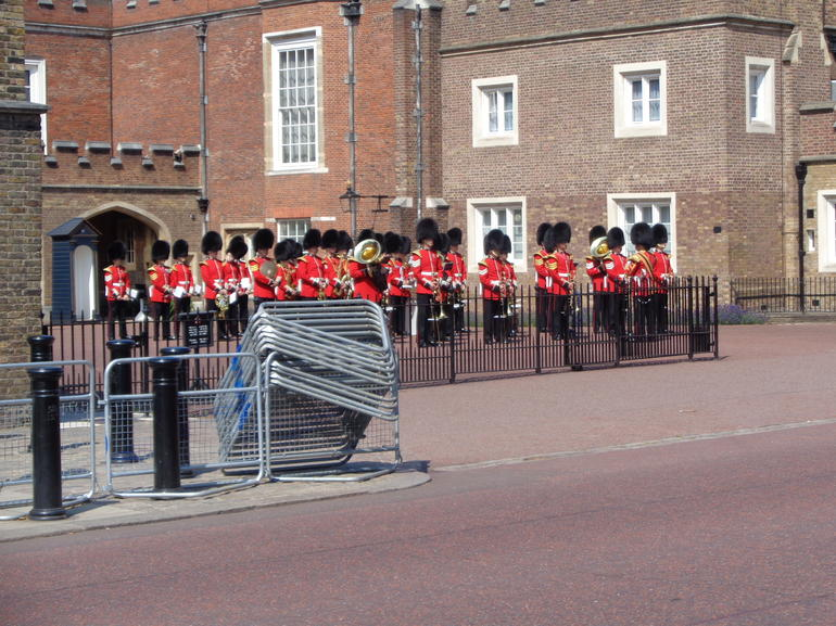 Changing of the Guard Guided Walking Tour in London