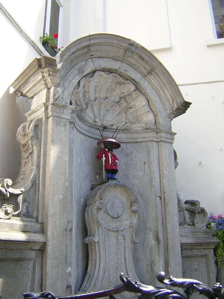 passage-devant-une-fontaine-a-bruxelles