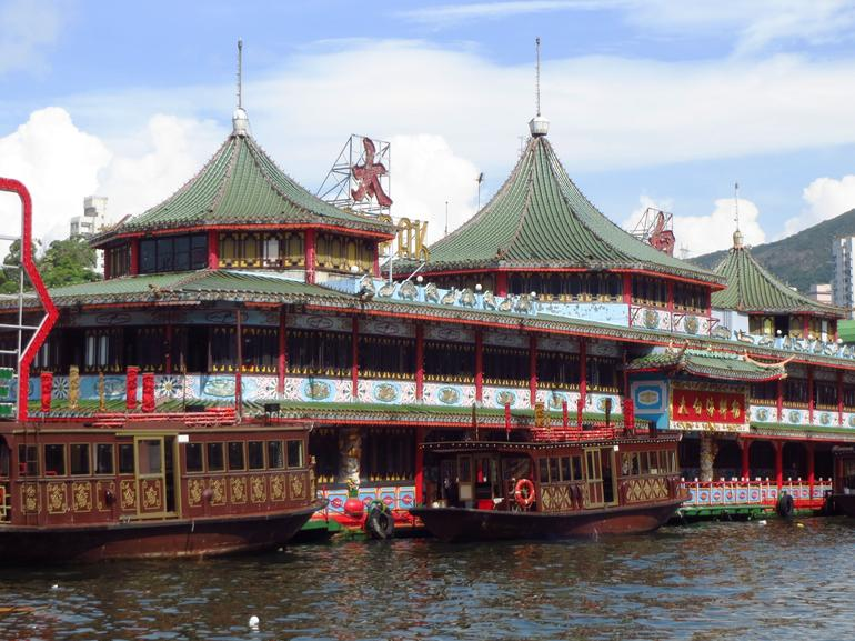 Floating restaurant on Aberdeen Harbor - Hong Kong