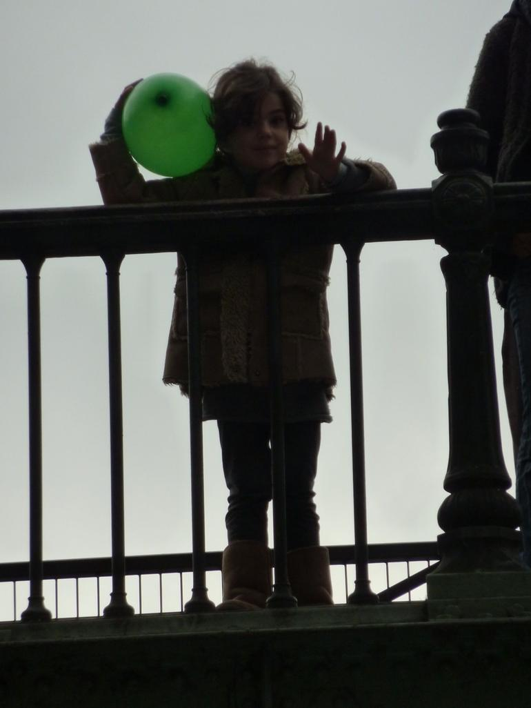 Green balloon - Paris