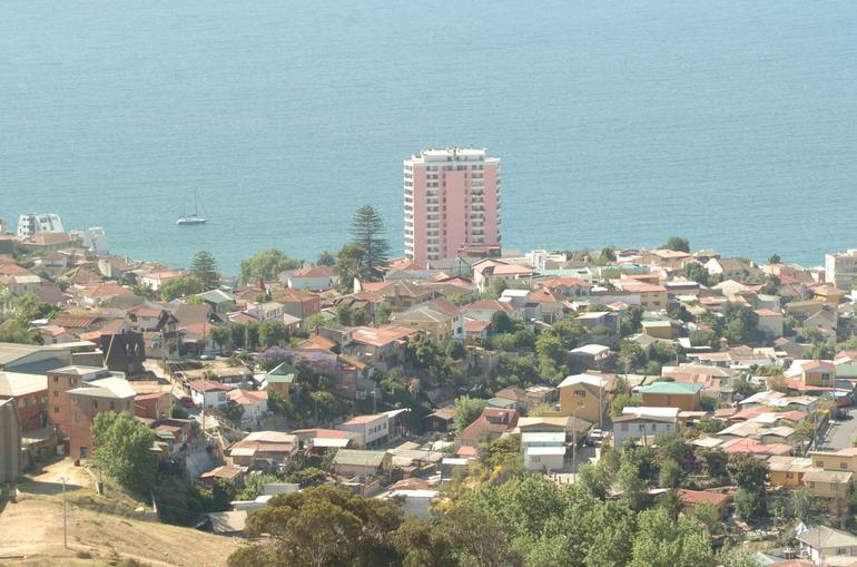 view overlooking valparaiso - Santiago