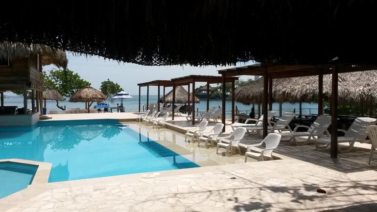 From Cartagena: Rosario Islands day trip at Isla del Sol