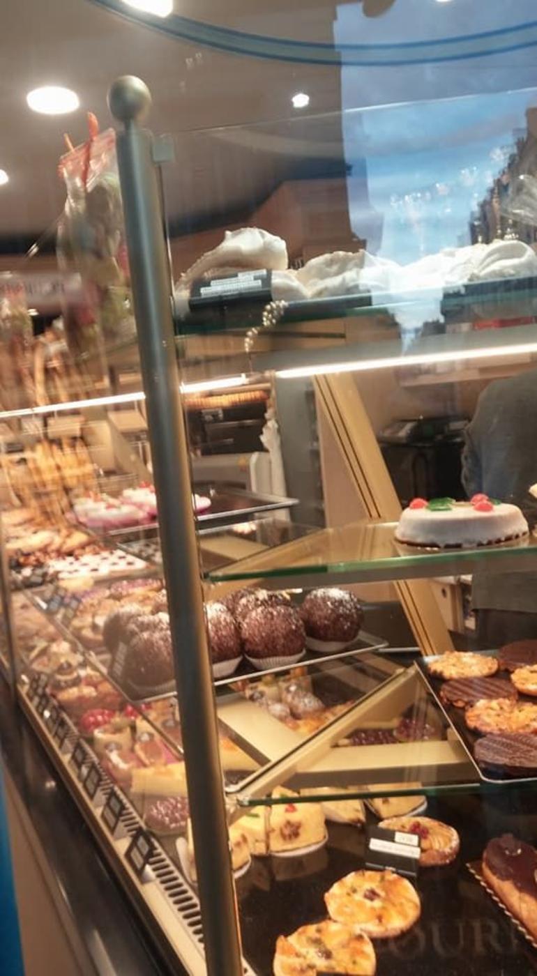 Paris Secret Food Tour: Taste of Montmartre with Private Tour Option