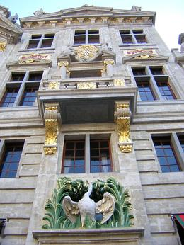 A building right in the center of Brussels, Nadya G - July 2009