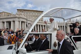 Pope driving by , Tom and Josiane - October 2015
