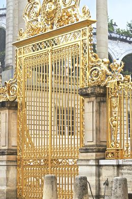 More bling than I have ever seen before. The gates and fences were stunning. , Lynne J - May 2015
