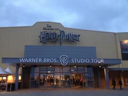 Entrada dos studios, vista do estacionamento. , Fabio - January 2015