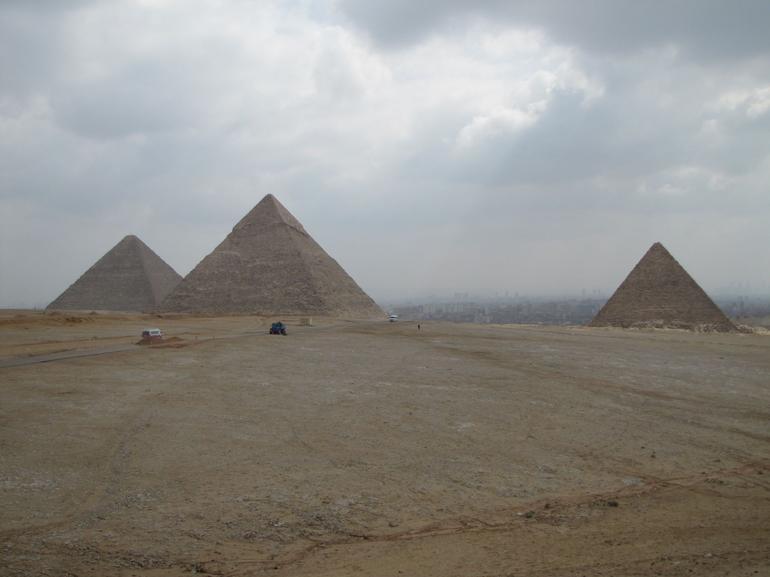 the 3 pyramids - Cairo