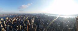Tout est petit vue de l'empire state, même le world one dans le fond semble petit avec ses 102 étages et pourtant ......un incontournable de NY. , ROBERT - November 2015