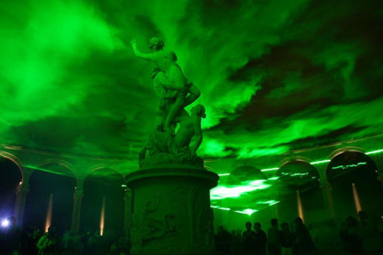 Green light display.JPG - Versailles