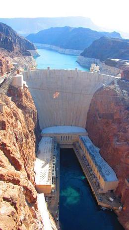 Eerste stop Hoover dam.....erg indrukwekkend , Debbie S - June 2014