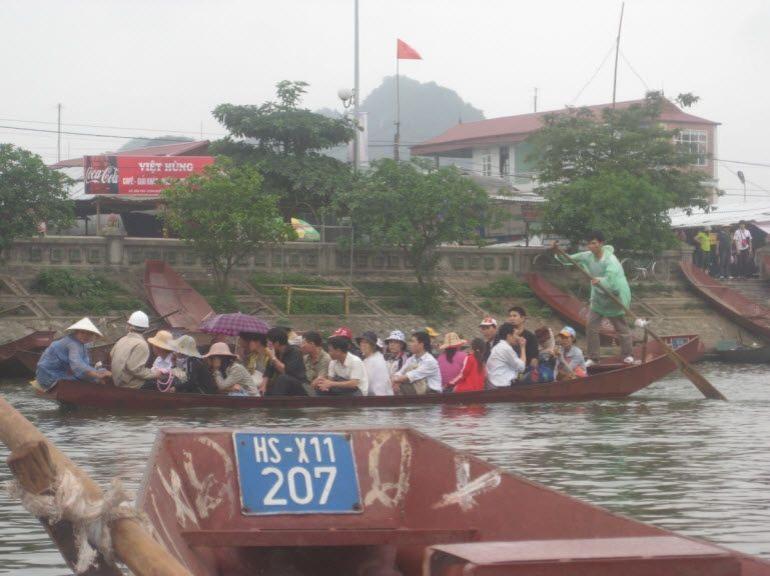 People on boats - Hanoi