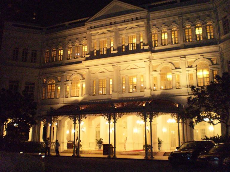 Raffles by night - Singapore
