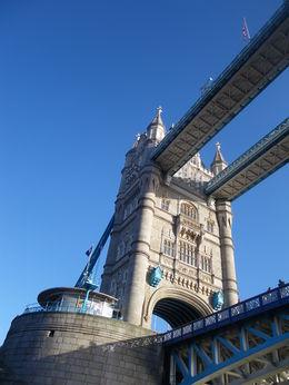 une vue de tower bridge avec le beau ciel bleu , BRIGITTE A - January 2016