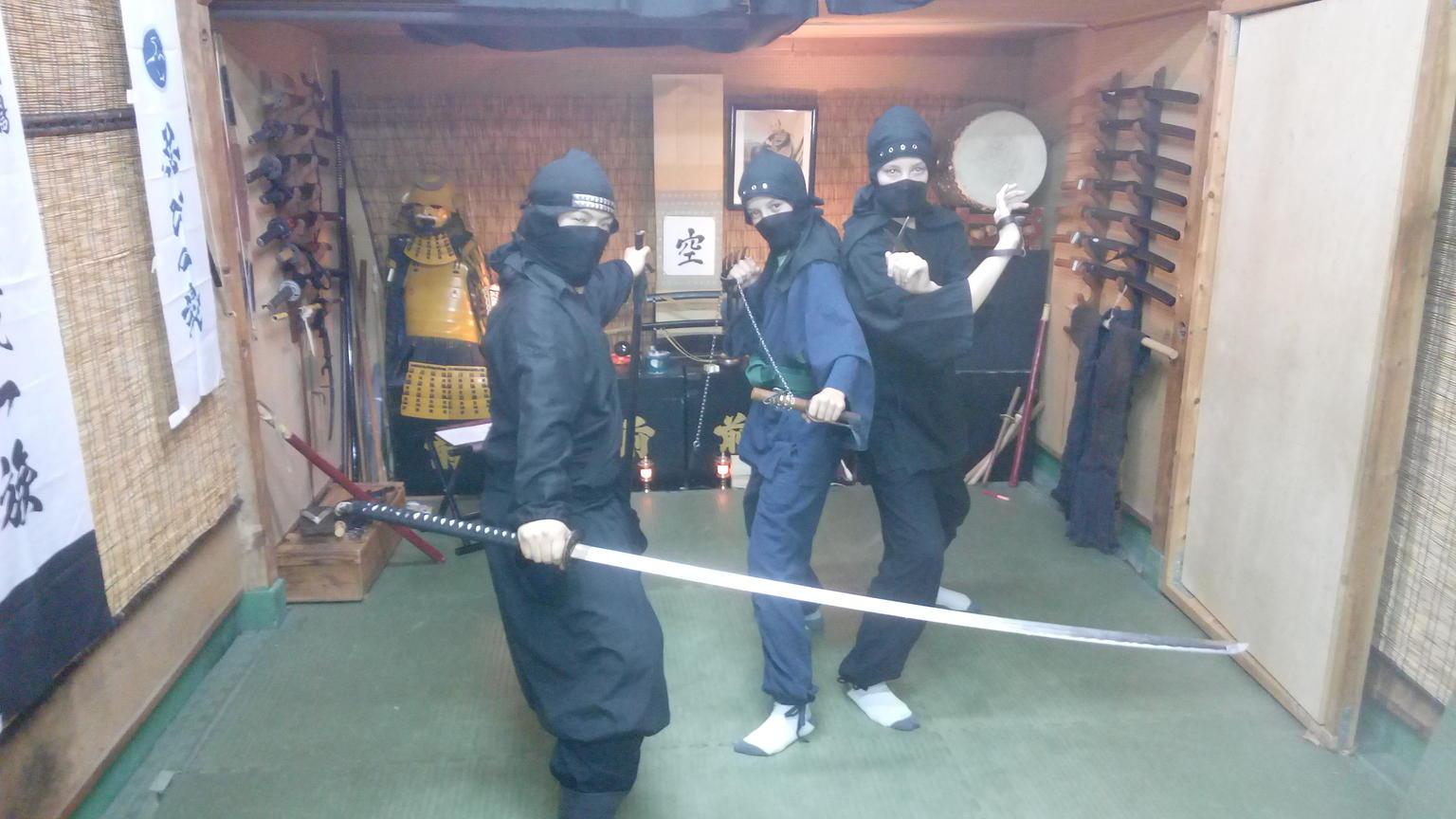 MÁS FOTOS, Private 90-Min. Elite Ninja or Samurai Experience: Stealth Walk, Shuriken, Sword