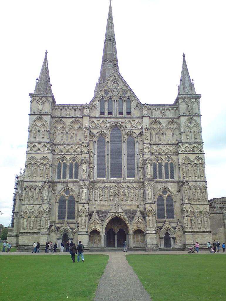salisbury cathedral front view - London