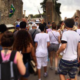 Grupo de turistas seguindo o guia Danilo. , Fabiano - July 2015