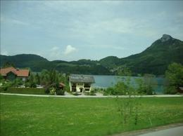 We were enjoying the beautiful scenery on the way to the St. Wolfgang's Lake in the comfortable bus., Maria natalina S - August 2009