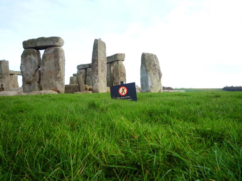 UK_Stonehenge_2 - London