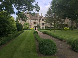 This was a beautiful house in Avebury. We had just enough time to quickly tour the grounds on our stop. The manor was beautiful! , Serena E - July 2016