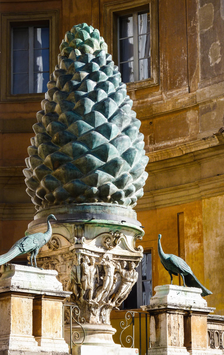 giant pinecone - Rome