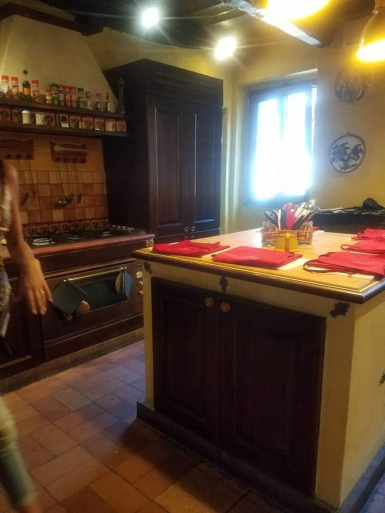 Small-Group Cooking Lesson in Roman Countryside photo 16
