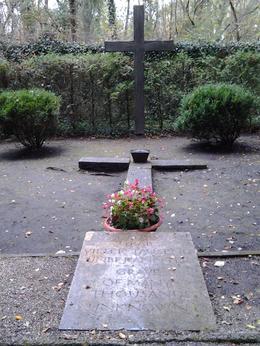 Grave of the unknown , John S - November 2014