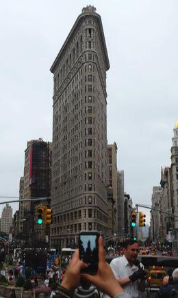 So sieht das Flat Iron Building bei Tageslicht aus. Viator sollte die beiden Nachtaufnahmen langsam mal rausnehmen. , Heiner - September 2015