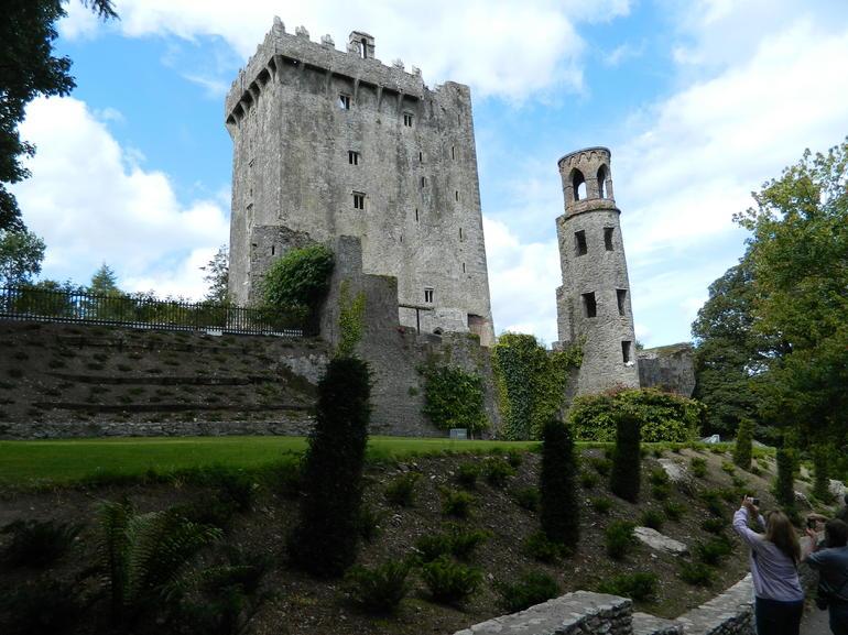 DSCN0587 Outside Blarny (McCarthey) Castle - Dublin