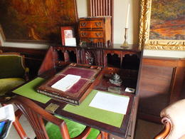 How many great stories were written at this desk. , Alan S - September 2017
