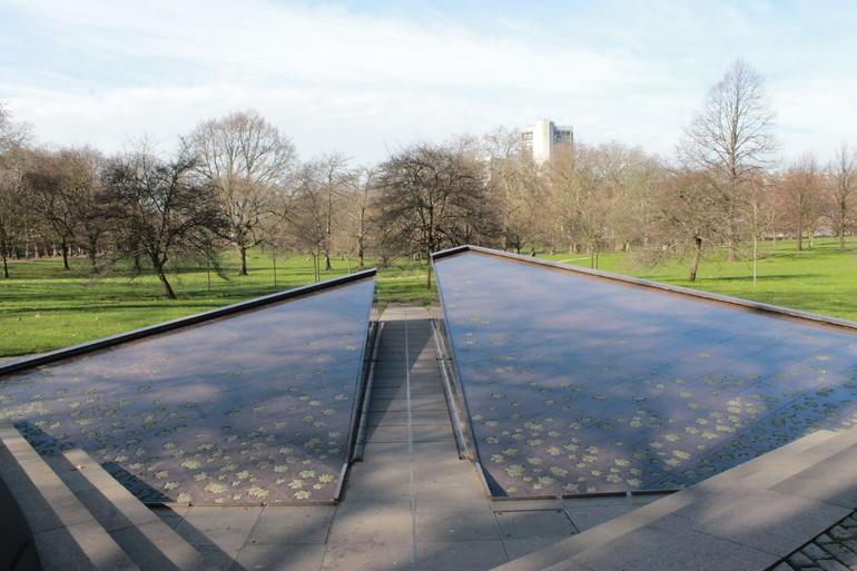Canada Memorial - London