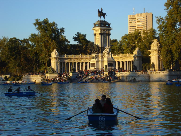 Row boats on the lake at Parque del Buen Retiro - Madrid