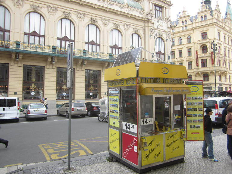 The yellow kiosk - Prague