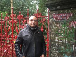 In Strawberry Fields Gate. Touching moment , Nico P - January 2017