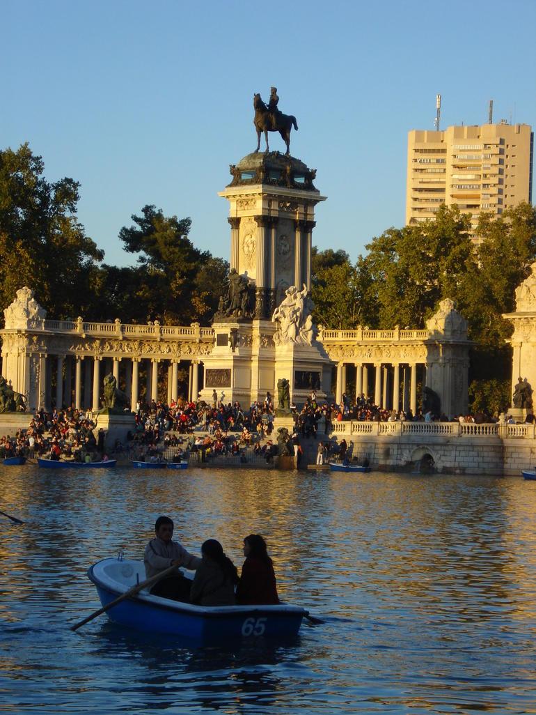Row boats on the lake at Parque del Buen Retiro - Madrid