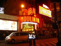 A look at the outside of Moulin Rouge., Pamela K - October 2007