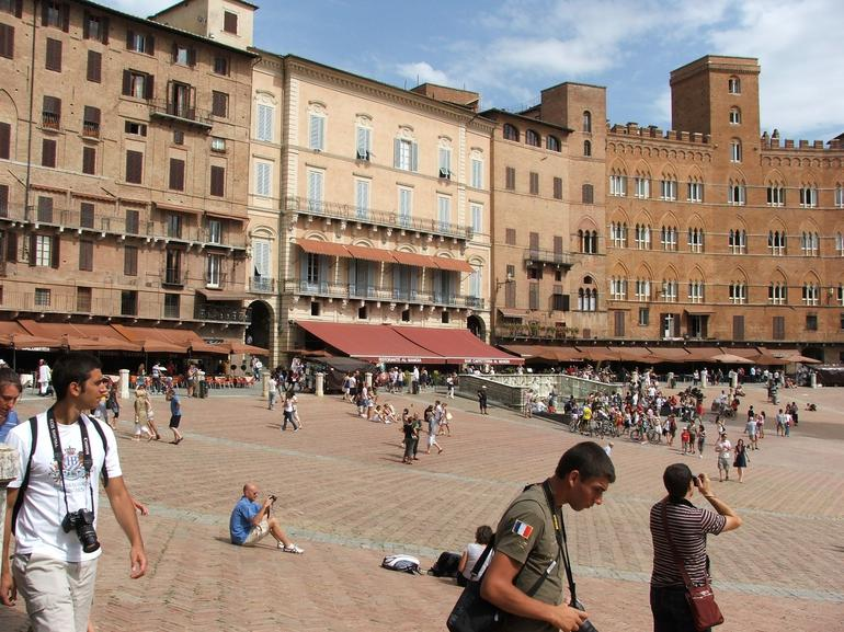 Piazza del Campo, Siena day trip - Florence