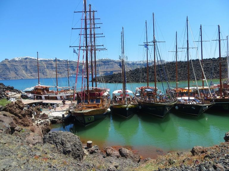 Santorini Volcano Cruise Including Hot Springs, Thirasia and Optional Oia Sunset
