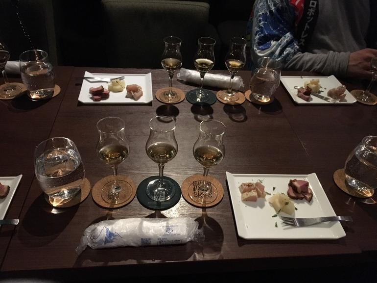 Japanese Whisky Tasting Experience at Local Bar in Tokyo photo 4