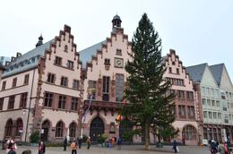 The town hall behind the christmas tree in Romerberg square. , David Lally - December 2014