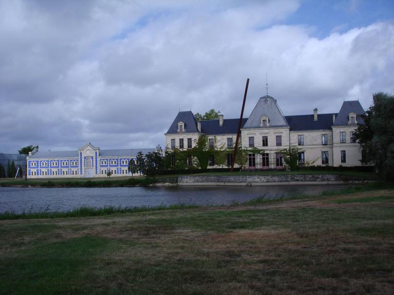 One of the chateaus on the Bordeaux wine and art trip - Bordeaux