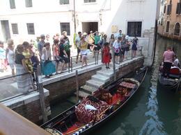 Enthousiaste gids, maar te grote groep en via oortjes haast onverstaanbaar door Italiaans accent en snel praten. , Johanna Susanna R - August 2013