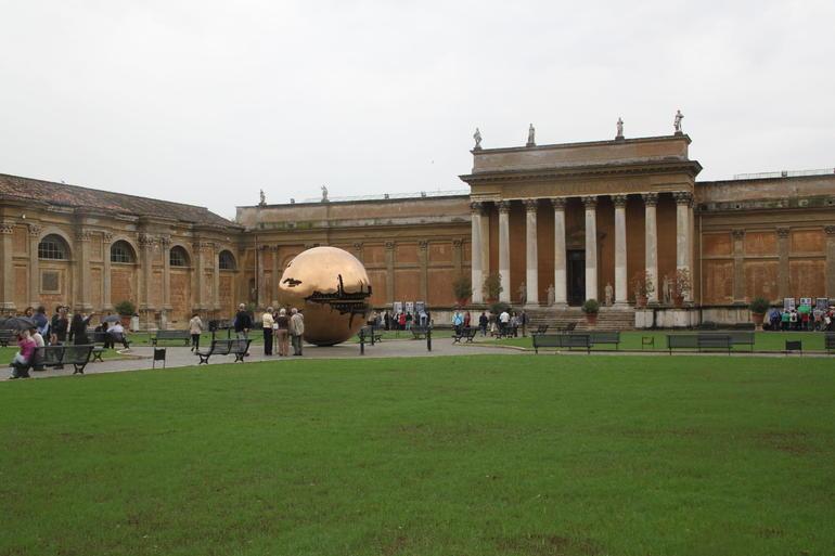 Dans le jardin du vatican - Rome
