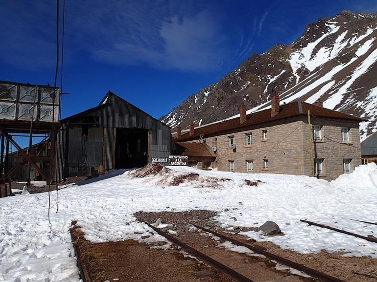Las Cuevas railroad stop - Mendoza