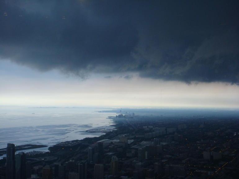 nuages-au-sommet-du-lac-michigan-skydeck-chicago