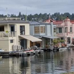 Lake Union Houseboats , Kathleen O - August 2016