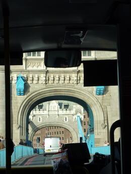 Fährt auch über die Tower Bridge... , Anton K - October 2013